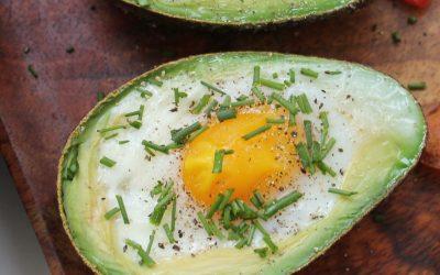 Bagt avokado med æg